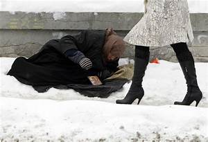 Europe Freezes: Poor and Homeless Brave Brutal Winter [PHOTOS]