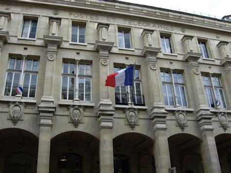 bureau de change luxembourg la poste du louvre a building in that
