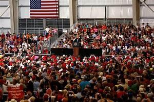 En Floride, Donald Trump fait monter Melania sur scène