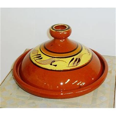 cuisiner avec un tajine en terre cuite tajine orientale en terre cuite tout l 39 électro ménager