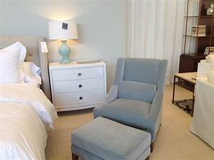 Small bedroom chairs modern gallery with comfortable for Furniture for small bedroom