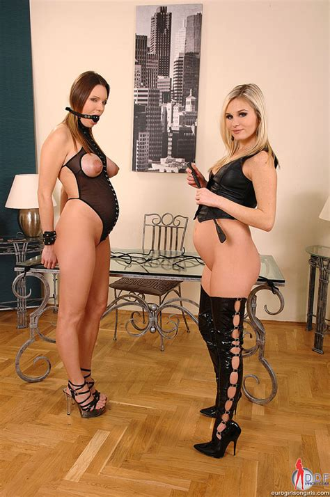 Kinky Lesbian Sex With Kyla Fox And Laura Crystal Mobile
