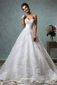 Strapless sweetheart neckline vintage ball gown lace for Lacy wedding dresses