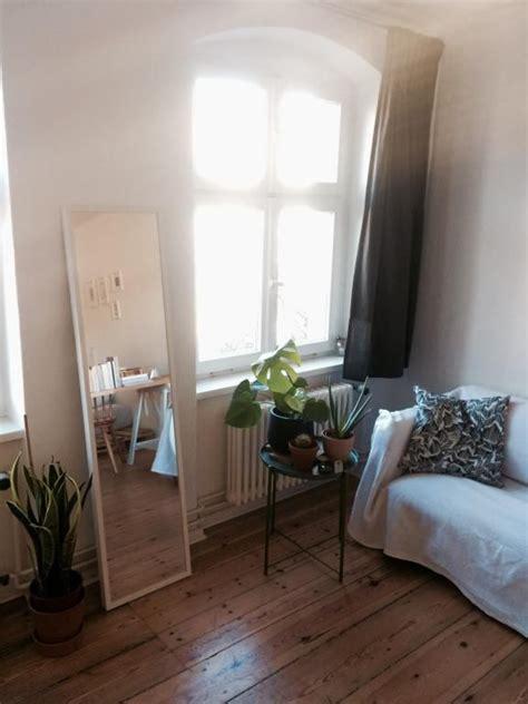 schlafzimmer ideen gestaltung kleines zimmer kleine einrichtungsidee ganzk 246 rperspiegel tischchen mit