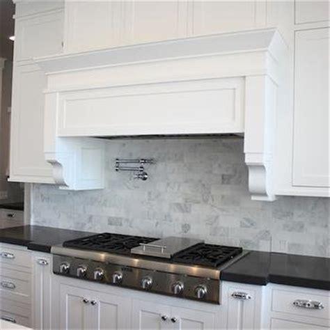 white shaker cabinets with quartz countertops white shaker cabinets with black quartz countertops design