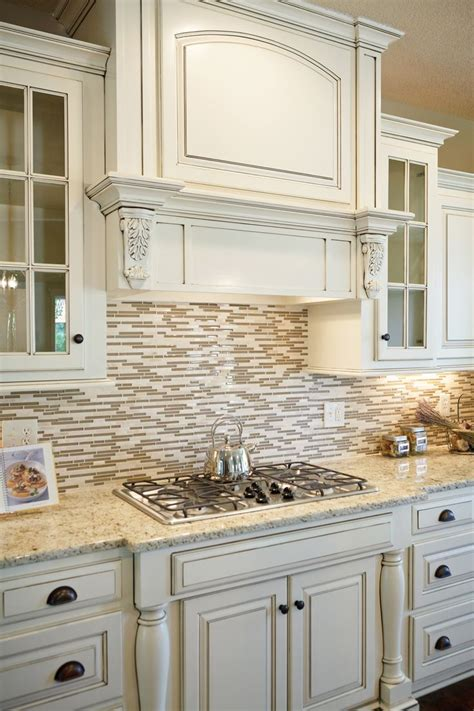 backsplash with white cabinets and light granite 25 best ideas about colored cabinets on