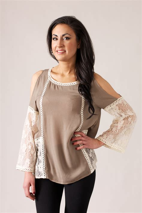 umgee usa lace bell sleeve blouse