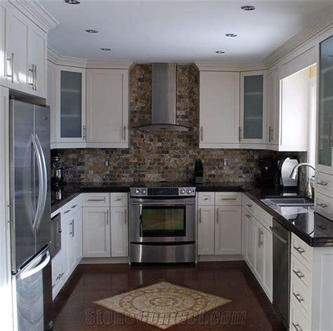 kitchen backsplash with black granite with the black granite add some color earth tones 7712