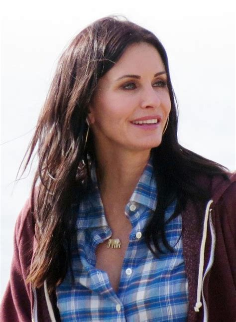 casual hairstyle courteney  long wavy hairstyle