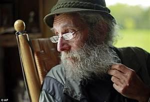 Reclusive beekeeper behind cosmetics maker Burt's Bees ...