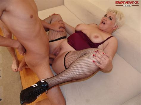 Chubby Mature Slut Doing Two Younger Guys