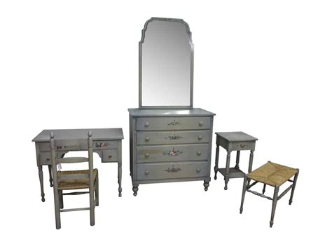 Bedroom Set With Vanity by Country Wooden Bedroom Set With Vanity Olde Things