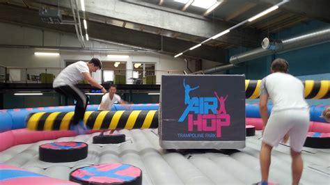 freizeit trampolinhallen fitnessboom auf dem trampolin