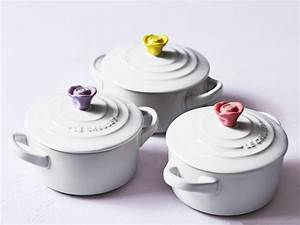 Le Creuset Cocotte : le creuset 39 s flower shaped cookware is on sale food wine ~ Buech-reservation.com Haus und Dekorationen