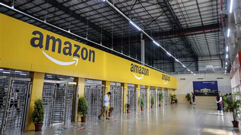 Amazon Takes On Alibaba in India Payments Market — The
