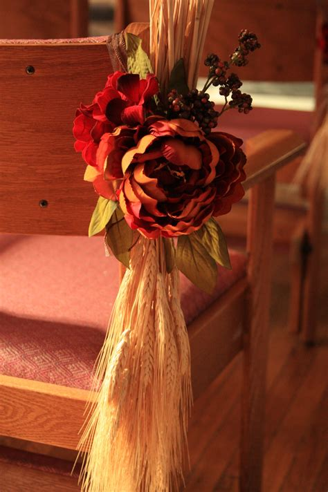 creative fall wedding pew decoration love letters