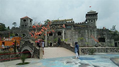 lost world castle tiket spot foto juni