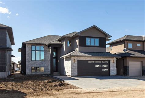 Modified Bilevel  Royalty Construction Home Builder In