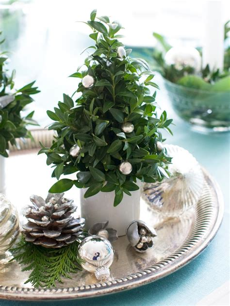 christmas tree centerpiece 35 christmas centerpiece ideas hgtv