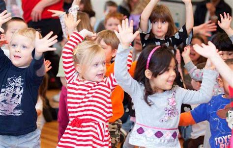 Toddler music back in ohio, the highlight of lincoln's week was a music class for kids and toddlers hosted by a neighborhood friend of mine. Preschool Music Lessons - Early Childhood Music Classes In Bethesda | The International School ...
