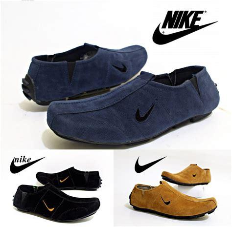 Sepatu Santai Hitam jual nike slip on slop bloes sepatu casual santai pria
