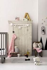 Deco Chambre Bebe Fille Gris Rose : chambre petite fille couleurs neutres et douces gris et elements deco rose pale ~ Teatrodelosmanantiales.com Idées de Décoration