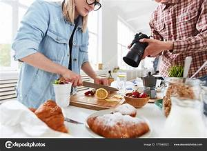 Food Stylist Food Photographer Getting Ready Shooting Food Advert — Stock Photo © pressmaster ...