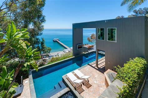 With matthew perry's house on the rental market, you can rent like a celebrity, even if you can't live like one. UPDATE: Matthew Perry Gets $10.65M for Malibu Beach House ...