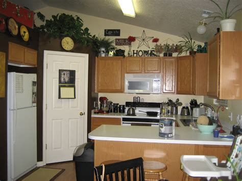 what to do with space above kitchen cabinets paint me shabby filling the awkward space above kitchen 2245