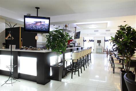 restaurante minimalista  barra de luz fotos