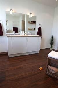 awesome salle de bain parquet bambou images With parquet flottant spécial salle de bain
