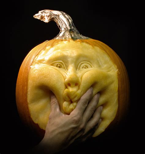 amazing pumpkins amazing pumpkin carvings by ray villafane bored panda