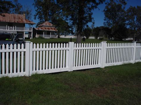 gates and fencing pvc fences