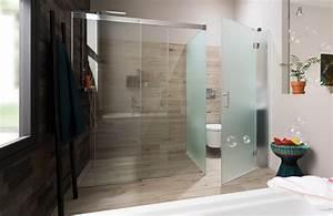 une salle de bains avec des toilettes bien cachees With toilette dans la salle de bain