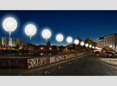 Stunning! 8,000 light balloons reenact Berlin Wall path