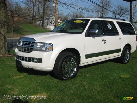 lincoln navigator    white platinum metallic