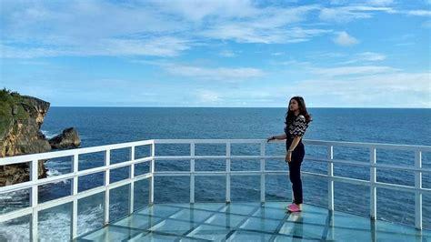 pantai nguluran pantai pertama  indonesia  punya