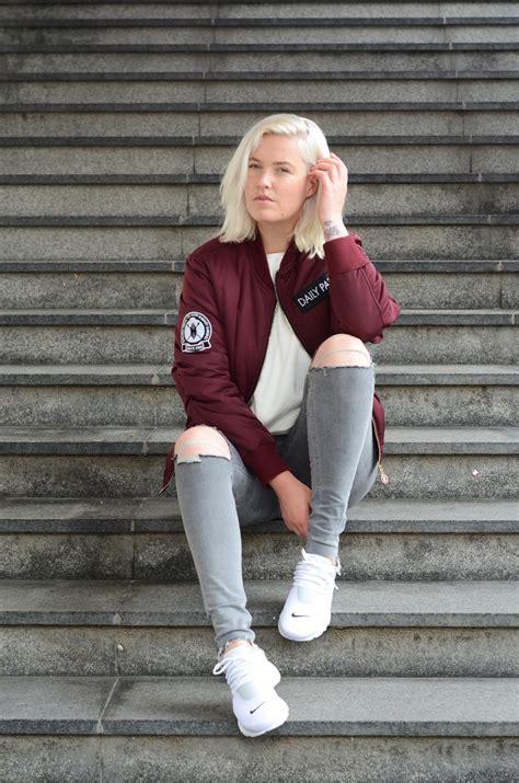 Bordeaux - Girl on kicks