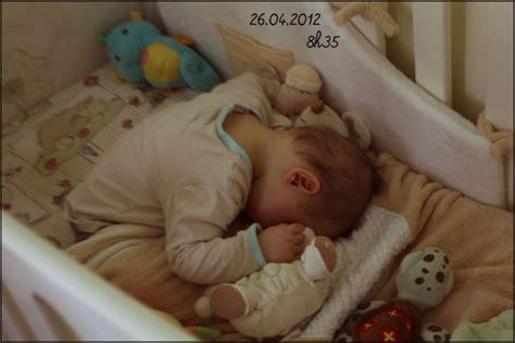 a quel age bébé dort dans sa chambre age ou bebe tient assis 28 images vulli cocoon aire la