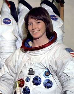 17+ images about Anna Fisher on Pinterest | Space center ...