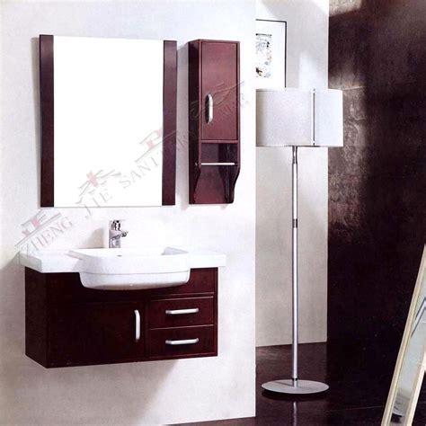 möbel für badezimmer badezimmer m 246 bel mit wei 223 en waschbecken und holz