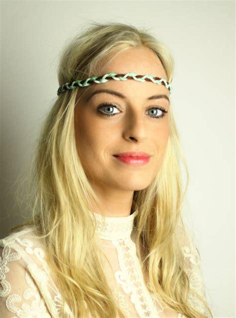 hippie frisur mit haarband geflochtenes hippie haarband mit echtem leder hippie go lucky haarband headband hippie