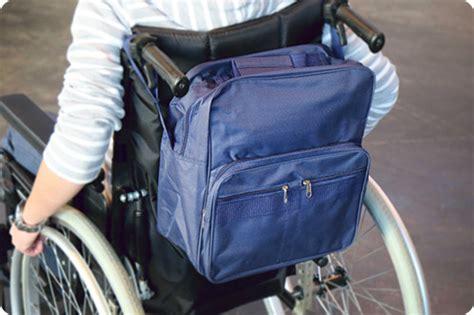 sac pour fauteuil roulant electrique d 233 couvrez le poncho et le sac de fauteuil roulant by handynamic