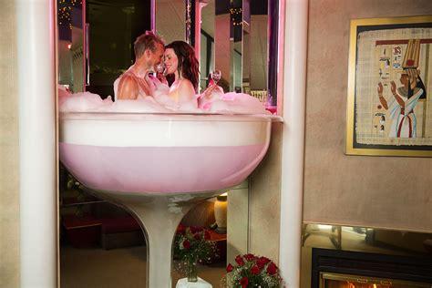 poconos glass tub pocono palace chagne tower cove resorts