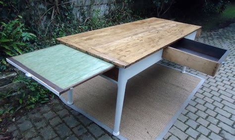 tablette coulissante cuisine grande table rectangulaire avec 3 tiroirs et une