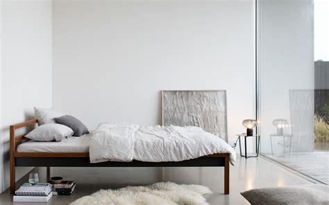 Room Bett — More