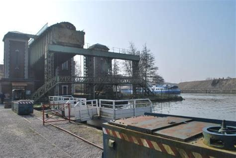 Boat Lift Kansas City by Bottom Of Old Lifts Picture Of Fontinettes Boat Lift