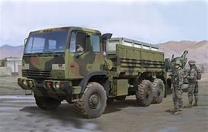 1:35 Trumpeter M1083 FMTV Standard Cargo Truck - TR01007