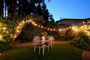 50 gartenbeleuchtung ideen mit party lichterketten aussen With französischer balkon mit garten lichterkette