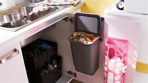poubelle de porte cuisine 10 idées pour un rangement astucieux dans la cuisine